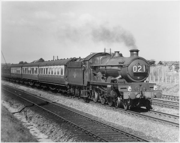 Full steam ahead: The No. 5073 steam locomotive, at speed, near Reading, heading to Paddington railway station, London, with the 'Summer Special&#39