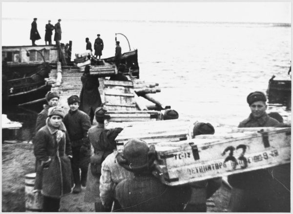 Russia : Supplies being distributed by river to Soviet troops