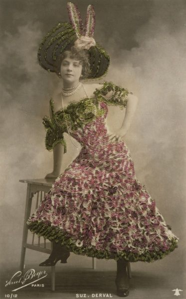 SUZANNE DERVAL Music hall entertainer Date: early 20th century