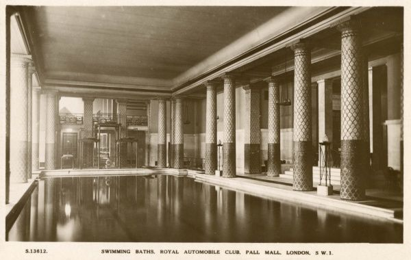 View of the Swimming Baths of the Royal Automobile Club, Pall Mall, London. The club was founded in 1897. Date: circa 1920s
