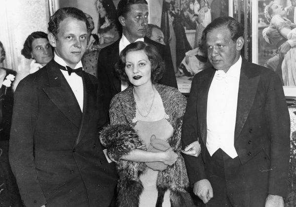 Talullah Bankhead (1902-1968), American actress, talk show host and bonne vivante. Pictured with a rather sun-burnished suitor in 1934