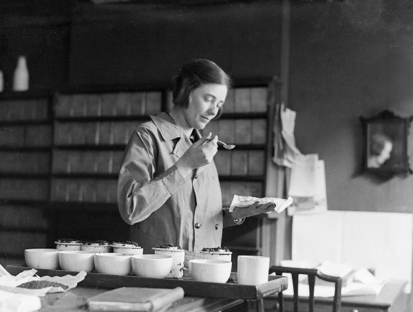 Miss Margaret Irving, pictured in her London tasting office, was the only woman tea taster in Britain and an authority in London as a connoisseur of all blends of tea. Date: circa 1930