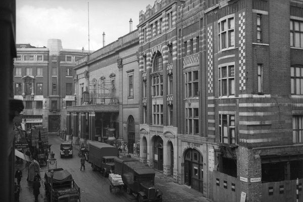 Theatre Royal, Drury Lane, London. In the foreground, the corner of Catherine Street and Tavistock Street. Date: 1947