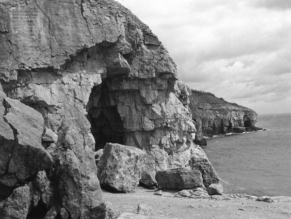 Tilly Whim caves, near Swanage, close to Durleston Head, Dorset coast, England. Date: 1950s