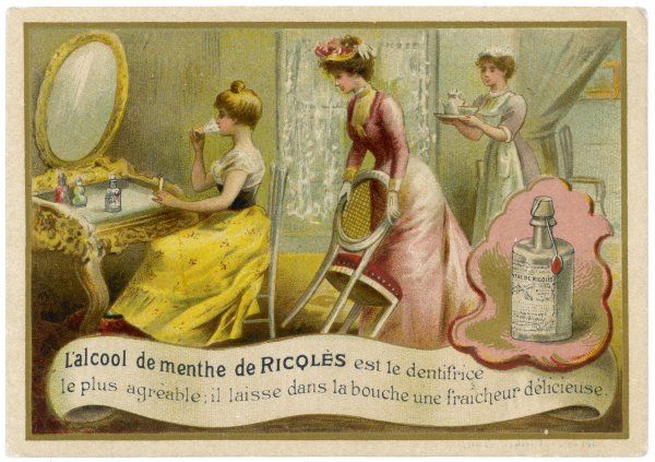 Cleaning teeth with Ricole's dentifrice, containing menthe for freshness