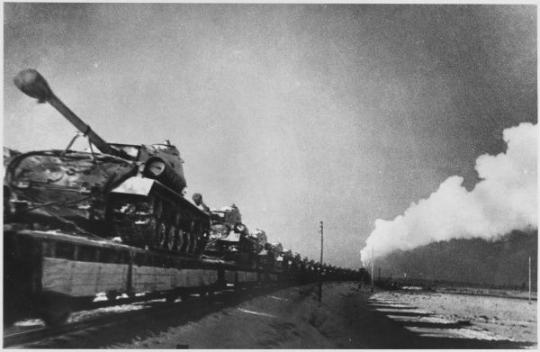 Transporting tanks to the front by train