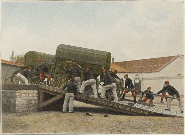 To move equipment effectively to the front, it is conveyed by road or rail : French load wagons for transportation