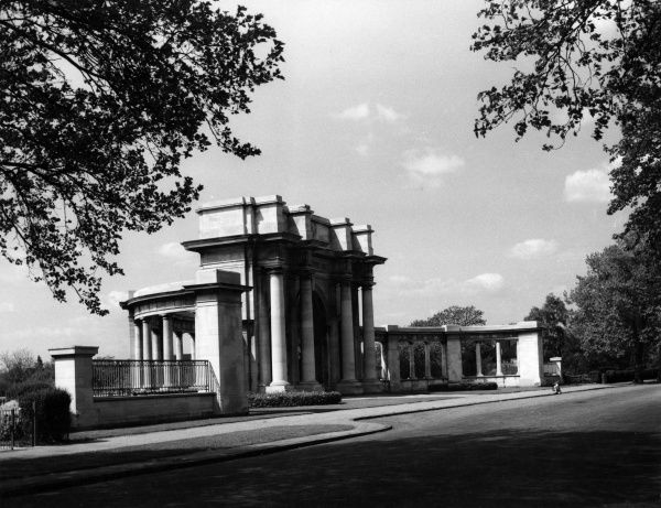 The fine Neo Classical memorial gates at Trentside, Nottingham, Nottinghamshire, England. Date: early 19th century
