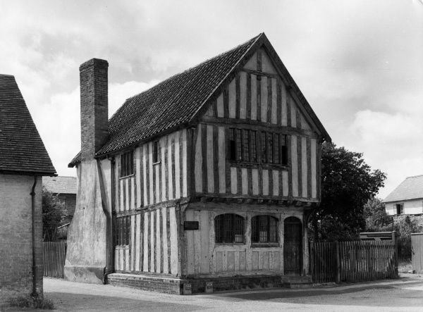 An ancient Tudor cottage (now a museum) in the picturesque village of Ashwell, Hertfordshire, England. Date: 16th century