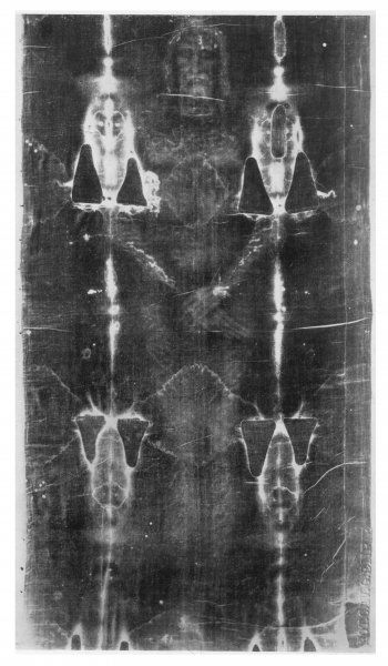 The first photograph of the Shroud : the image is revealed more strongly in the negative. Water stains and fold marks also appear