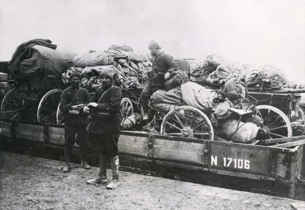 Turkish transport of carriages and tents en route to Baghdad during the First World War. Date: 1914-1918