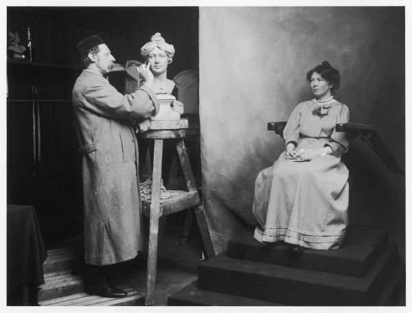 MADAME MARIE TUSSAUD Christabel Pankhurst, Women's Rights agitator, models for Madame Tussaud's in 1908