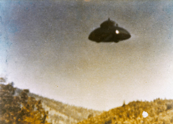 Adamski-type UFO allegedly photographed by Fritz van Nest near Kanab, Utah, in full daylight