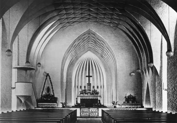 The central snow white cement Central Nave of the 'futuristic' modern church at Ulm, Germany. Date: 1930s