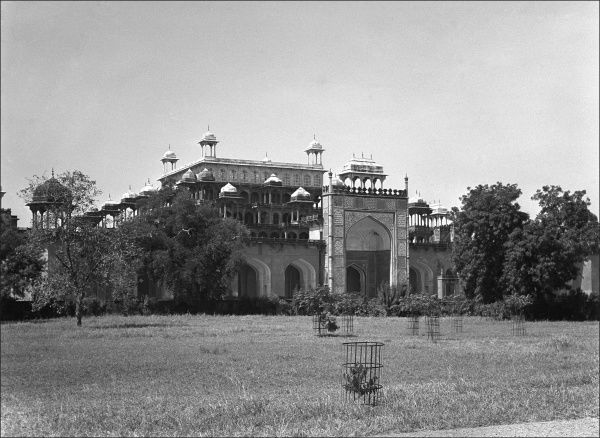 Unknown Palace complex, (possibly in Agra?) India