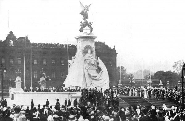 The unveiling of Queen Victoria's statue outside Buckingham Palace on May 17th 1911. Date: 17th May 1911