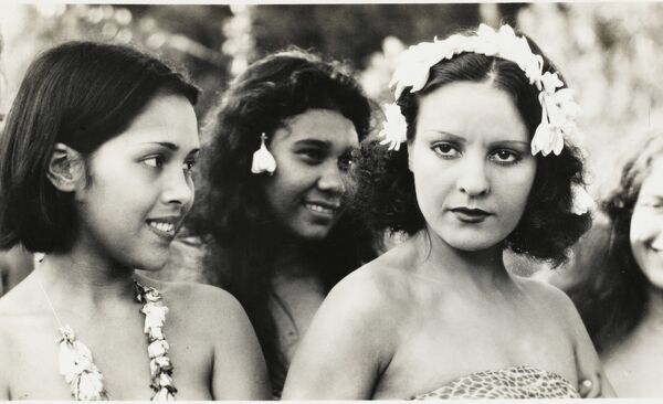 Superb card depicting three Hawaiian beauties in traditional lack of costume!