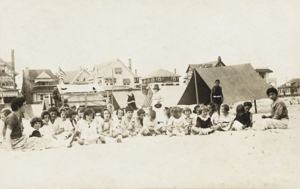 Class of schoolchildren on the beach in Ventnor, New Jersey