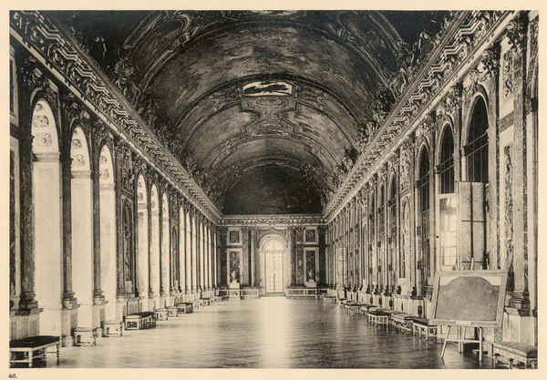 Interior of the Palace of Versailles : Galerie des Glaces (Hall of Mirrors)