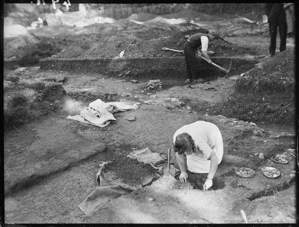 Sir Mortimer Wheeler's team excavating at Verulamium, a wealthy provincial town of Roman Britain, now St. Albans Hertfordshire, England