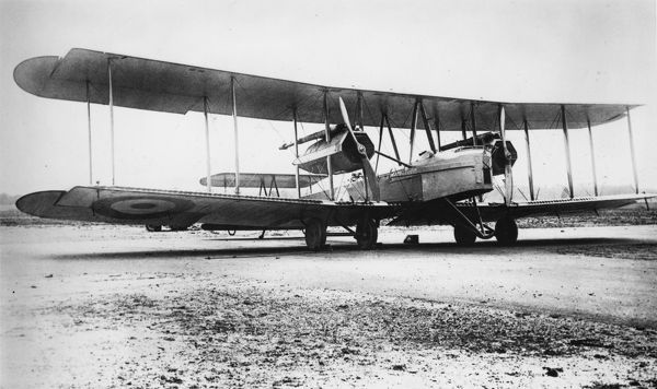 The Vickers Vimy FB 27A heavy bomber aircraft with two Fiat engines, used by the RAF during the First World War. Date: circa 1918