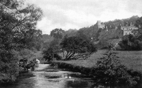 View of Haddon Hall, a medieval English country house on the River Wye at Bakewell, Derbyshire. Its origins date back to the 11th century. Date: circa 1920