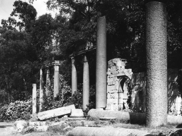 The ruins of a Roman temple at Virginia Waters, Surrey, England. About 2000 years old, originally built at Leptis Magna, Libya. Garden feature for the Prince Regent, 1826. Date: 1950s