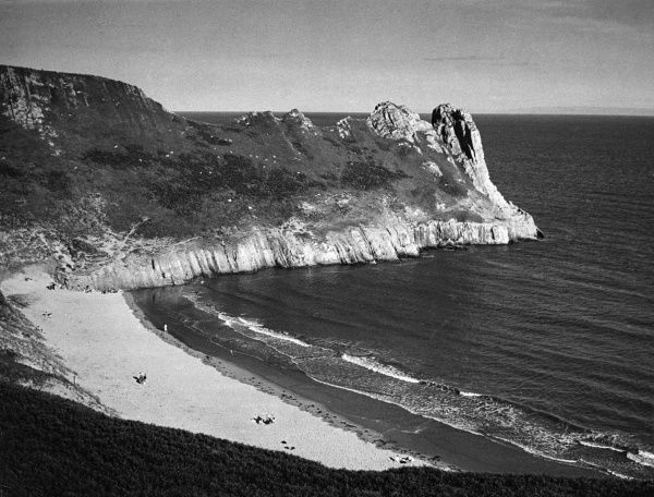 Great Tor, Penmaen, on Oxwich Bay, Gower Peninsula, Glamorganshire, Wales. Date: 1960s