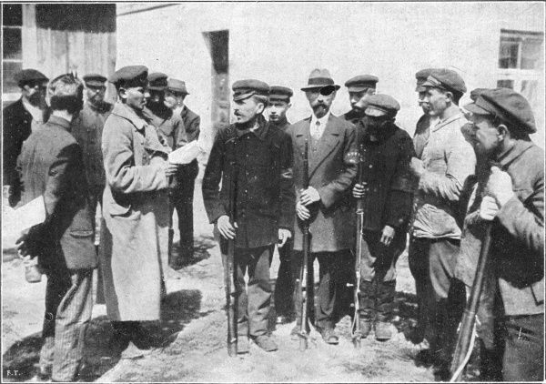 When Bolshevik Russia attempts to seize the new republic of Poland, many Warsaw citizens back them : a group of communist volunteers are addressed by their commander
