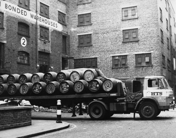 A 'Long Vehicle' lorry, delivering a load of barrels to a London warehouse. Date: 1960s