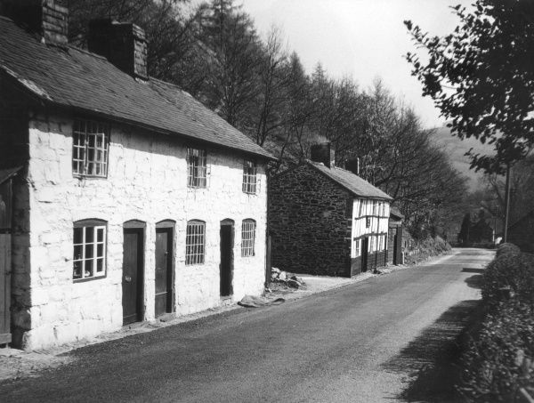 Cottages at Cwm Bellan, Llanidloes, Montgomeryshire, North Wales. Beyond the cottages is the 'Ballan Tavern'. Date: 18th or 19th century
