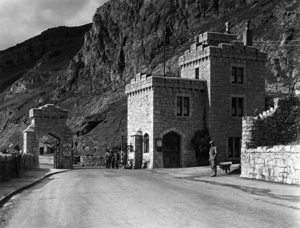 The West Shore Lodge Gate, Marine Drive, at Llandudno, Carnarvonshire, Wales. Date: 1950s