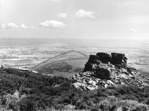 View from the summit of Trei Ceiri Hill Fort, near Llanaellraiarn, on the Lleyn Peninsula, Caernarvonshire, Wales, looking across Myndd Carnguwch to Tremadoc Bay. Date: 1960s