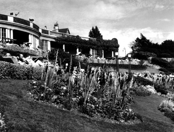 A glimpse of part of the fine cliff gardens at Westcliff-on- Sea, Essex, England. Date: 1950s