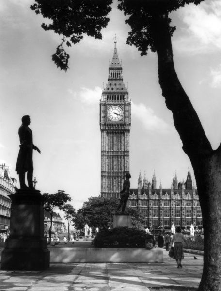 Parliament Buildings and Big Ben', 'The World's Timepiece'. Date: 1950s