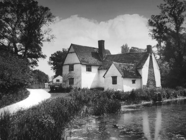 Willie Lott's House, Flatford, Essex, England, a picturesque 16th century cottage on a backwater of the River Stour, the subject of a famous (1810) painting by John Constable