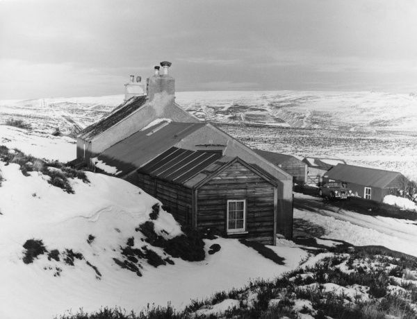 Winter on Dartmoor, Devon, England : The loney situation of the 'Warren House Inn', on the main road across the moor from Princetown to Moretonhampstead. Date: 1960s