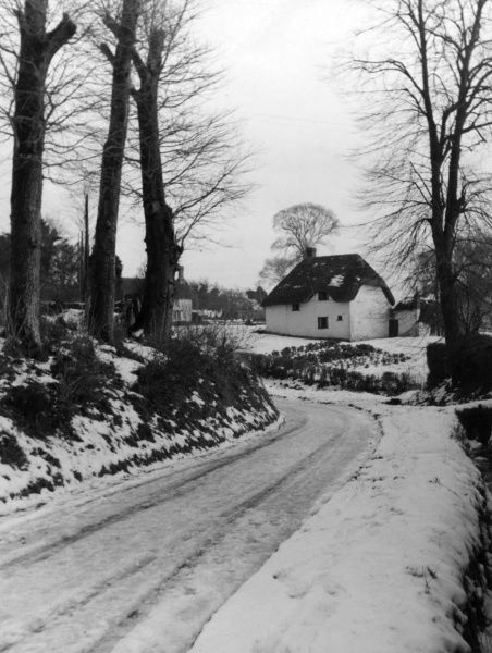A snowy lane in the beautiful village of Cherhill, Wiltshire. which looks remote, but is only a 100 yards from the London to Bath Road. Date: 1930s