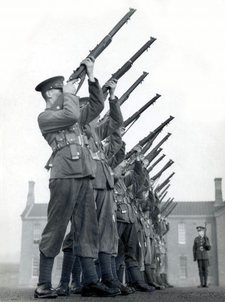 British soldiers on rifle practice. They are all wearing puttees (cloth wound round the lower part of the legs to support the ankles and to keep dirt out of their boots)