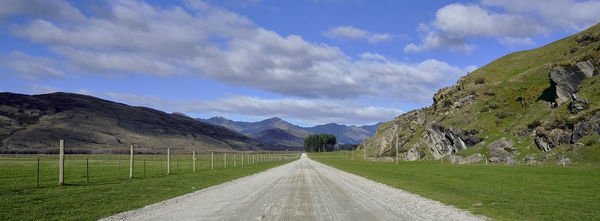 New Zealand, South Island, Mount Aspiring National Park. The remote Wanaka - Mount Aspiring Road, a gravel track running through the National Park from Wanaka