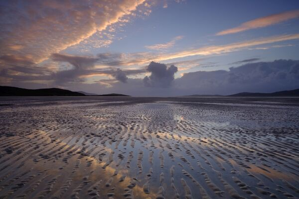 Scotland, The Isle of Harris, Seilebost. Sunset over the Lusketyre Bay on the Luskentyre peninsula looking towards Seilebost