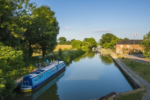 Kennet and Avon Canal at Pewsey near Marlborough, Wiltshire, England, United Kingdom, Europe