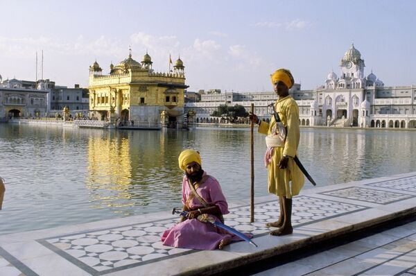 Sikhs in front of the Sikhs' Golden Temple, Amritsar, Pubjab state, India, Asia