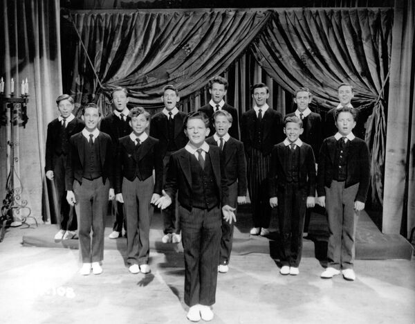 Francis Langford's Singing Scholars in Maurice Elvey's Fun at St Fanny's (1954)