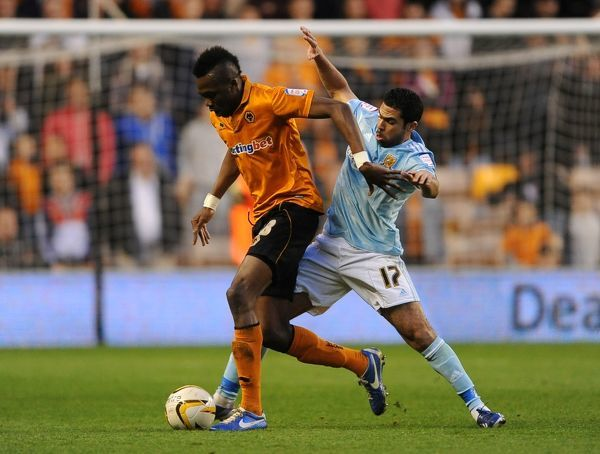 Wolverhampton Wanderers' Tongo Doumbia (left) and Hull City's Ahmed Fathi (right) battle for the ball