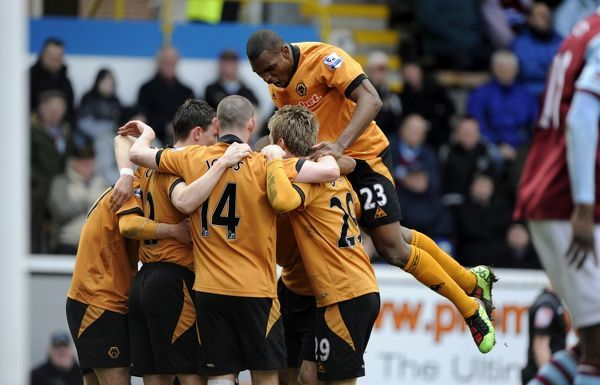 Ronald Zubar of Wolverhampton Wanderers joins in as Matt Jarvis of Wolverhampton Wanderers celebrates after scoring a goal to make it 0-1