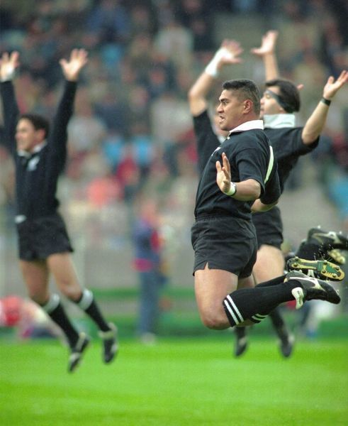 Vaaiga Tuigamala Pefroms The Haka At 1991 Rugby World Cup