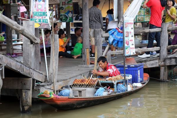 how to get to pattaya floating market