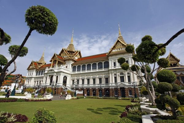 The Royal Grand Palace and topiary at the Grand Palace Complex, Wat Phra Kaew, Bangkok, Thailand
