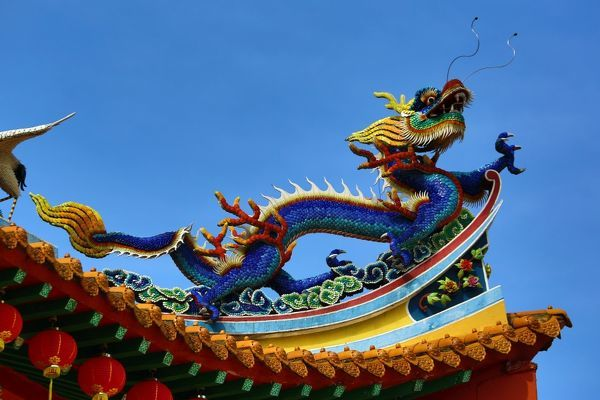 red lanterns and dragon roof decorations on the thean hou chinese